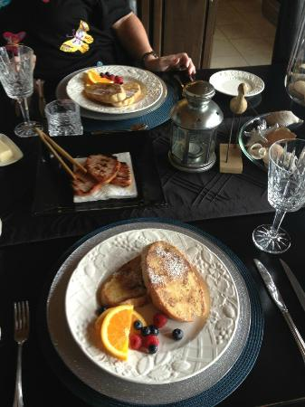 Benaaron Guest House: Breakfast was fabulous! Homemade bread... Scones to die for...