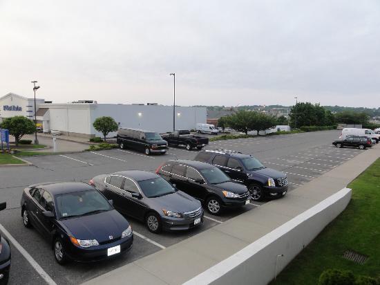 Howard Johnson Middletown Newport Area: Parking Lot