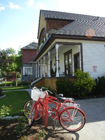 بويزي جيست هاوس: Bikes!
