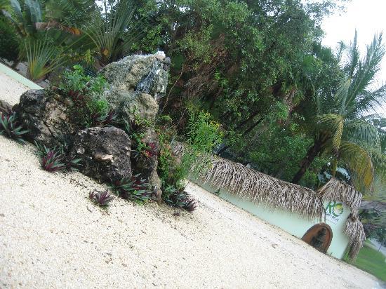 Robert's Grove Beach Resort: Robert's Grove man entrance