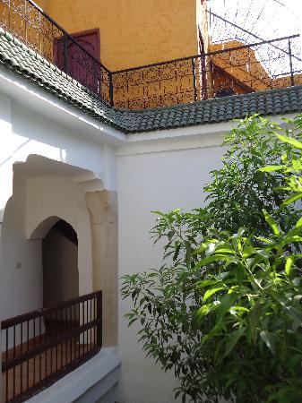 Riad Aldiana: Vue du patio vers la coursive
