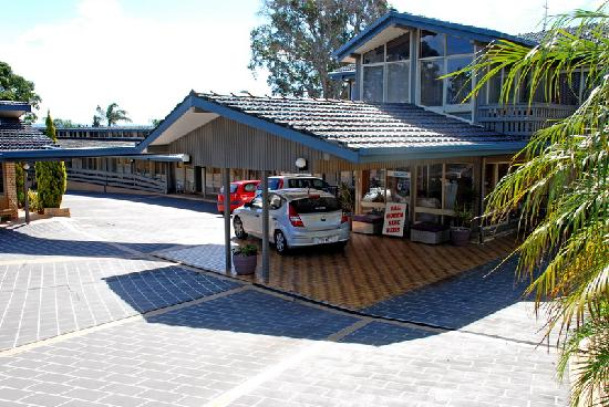 Jetty Motel: Entry to the motel