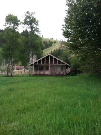 Rye Creek Lodge: The Aspen cabin, Hidden behind, you can see what I think was the Ponderosa cabin.