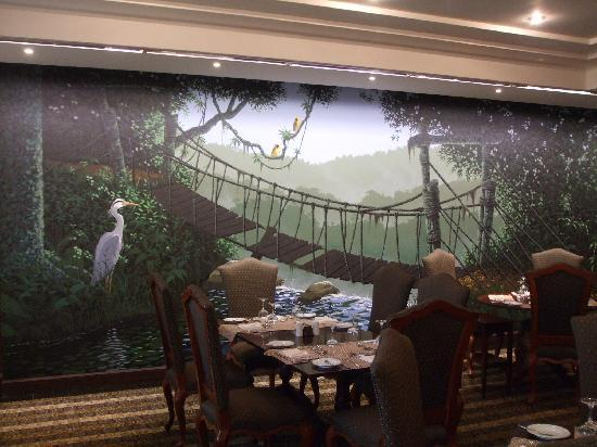 Hotel Alvalade: dining room wall painting