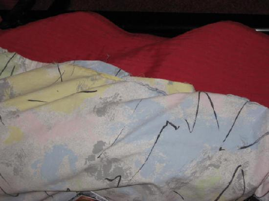 Arcantis Hotel Royal Bel Air: Threadbare duvet fraying and not clean OLD!!