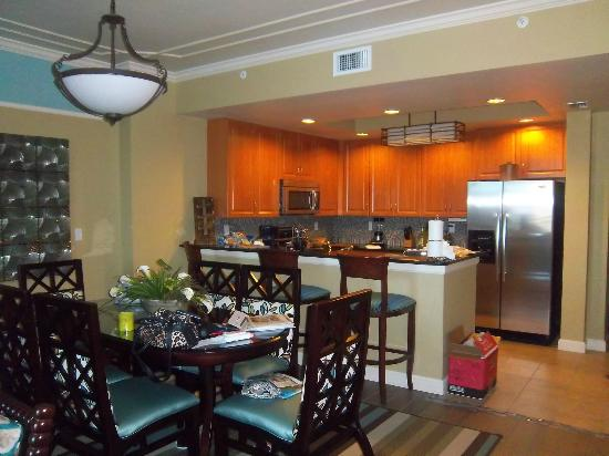 Holiday Inn Club Vacations Sunset Cove Resort: View of the kitchen, dining area