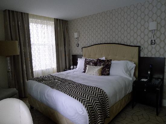 Rosewood Hotel Georgia: modern room