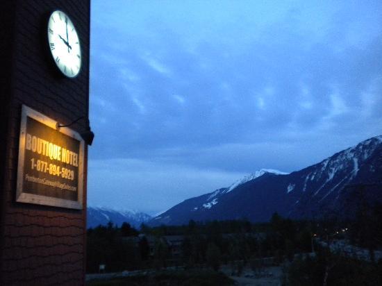 Pemberton Gateway Village Suites Hotel: Clock tower, alpen glow cumilus mt currie