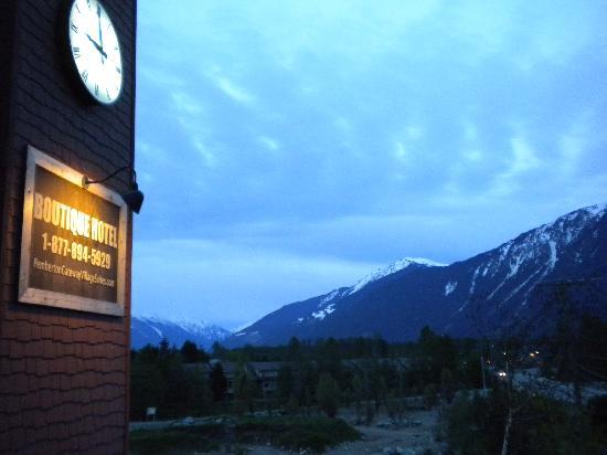 Pemberton Gateway Village Suites Hotel: Clock tower, alpen glow cumilus mt currie II