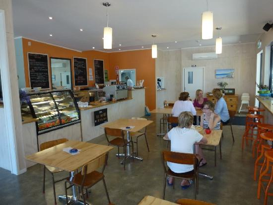 Snapper Cafe: Cosy Coastal Inspired Decor