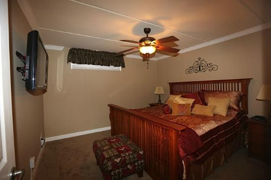 Gulf Shores Condominiums: Master bedroom with flat screen tv