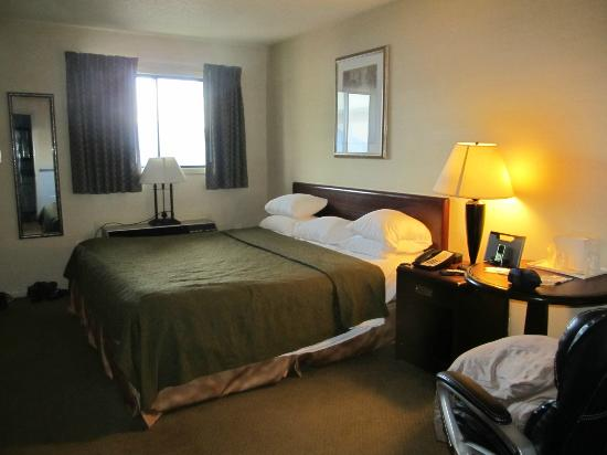 Quality Inn & Suites 1000 Islands: King Bed in 1BDM suite