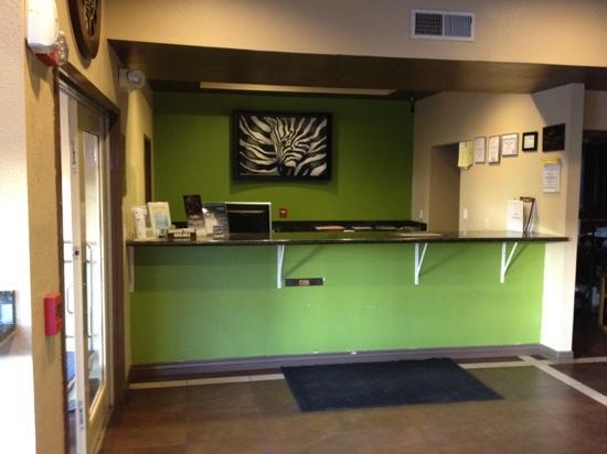 Days Inn El Paso West: Frontdesk