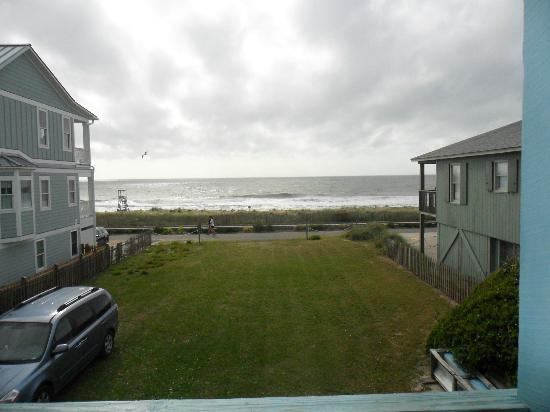 Kure Keys Motel: View from the shared porch of the beach