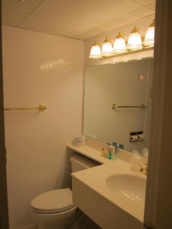 Coachman Inn: 2nd bathroom