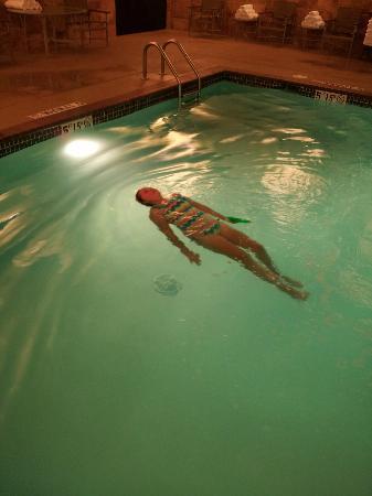 Hilton Promenade at Branson Landing: relaxing at the pool