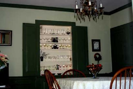 Elizabeth City Bed and Breakfast: The Dining Room