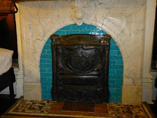 Maison Brunet: cheminée