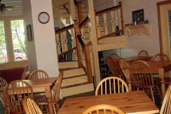 Elizabeth City Bed and Breakfast: Inside the Lodge