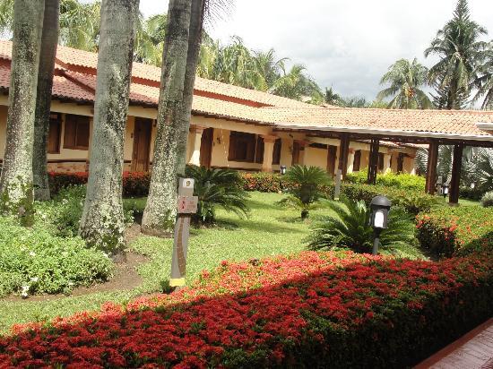 Foto de hotel campestre el campanario ltda villavicencio for Jardines rusticos campestres