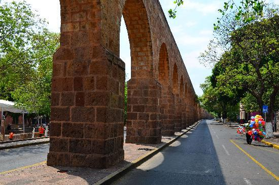 The Aqueduct: Aqueduct on Sunday