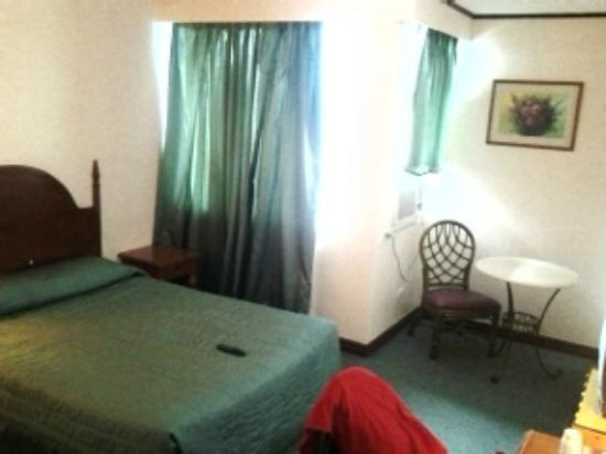 Golden Peak Hotel & Suites Cebu: Inside our room