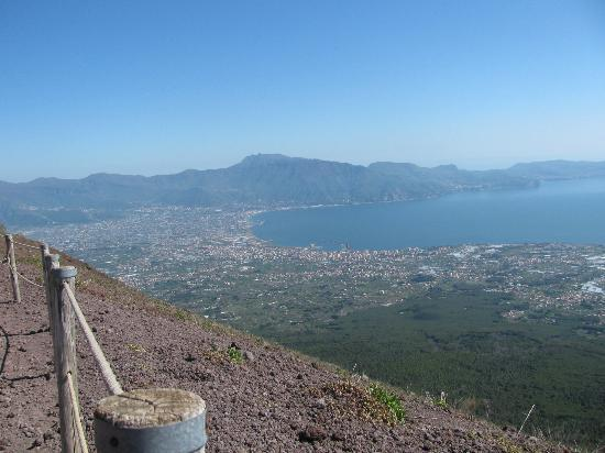 how to get to vesuvius from naples