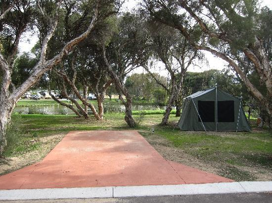 Karrinyup Waters Resort: Lake side tent site