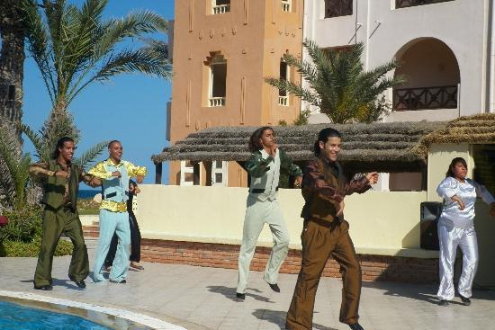 Safira Palms: apres midi spectacle autour de la piscine