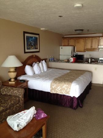 Shilo Inn Suites Hotel - Seaside Oceanfront: king oceanfront room, very nice