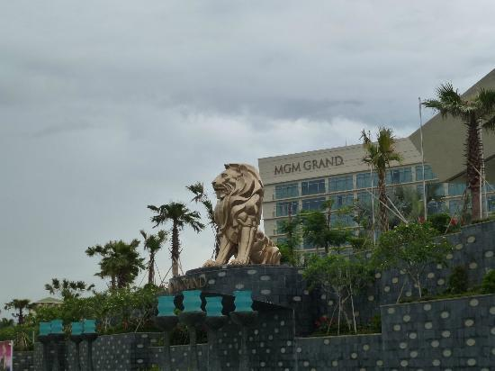 MGM Grand Sanya: Logo & Golden Lion