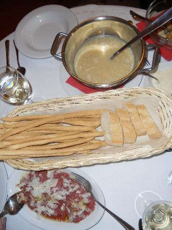 Osteria Umberto: Soup and breadsticks