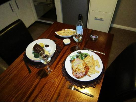 3 Kings Bed and Breakfast : Our dinner from the in-room menu.  Delicious :)