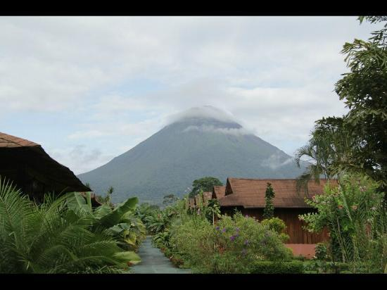 Hotel Arenal Montechiari: Le volcan Arenal vu de l'hôtel