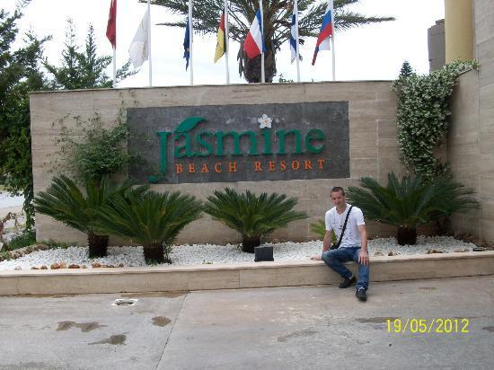Jasmine Beach Resort: Центральный въезд в отель