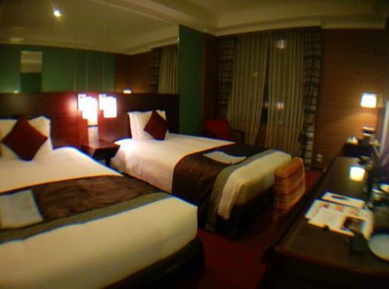 Hotel Trusty Tokyo Bayside: ツインルームです。ベッドの向こうの壁は一面鏡でした。
