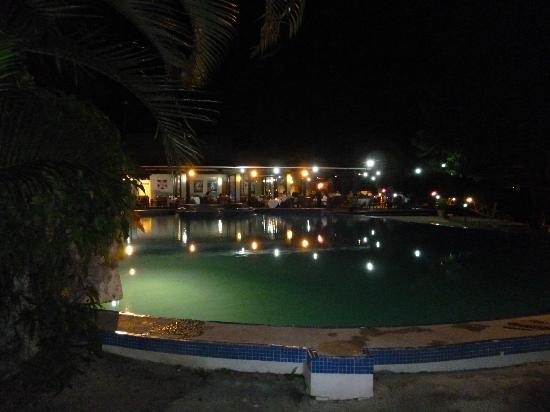 Lautoka, Fiji: Pool and restaurant by night