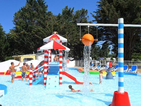 Camping Val de Loire en Re (Ile de Re Le Bois Plage en Re) Campground Reviews& Photos  # Camping Ile De Ré Bois Plage Avec Piscine