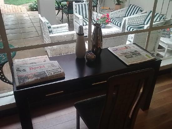 Rosebank Lodge Guest House: Sitting Room Desk