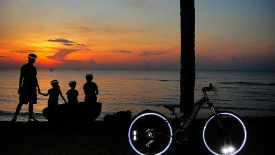 Hua Hin Bike Tours: Bicycle ride from our hotel at sunrise with kids.