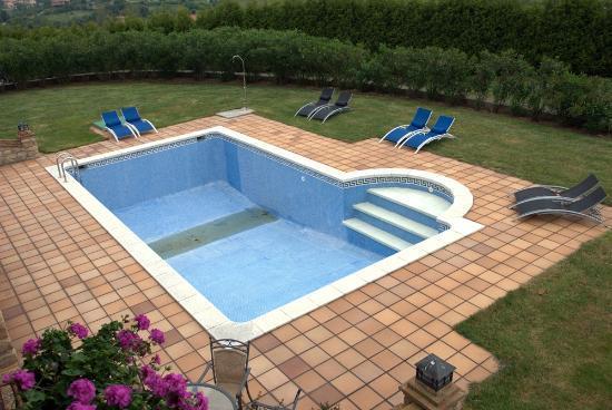 Hotel Senorio de Altamira: Vista de la piscina desde la habitación