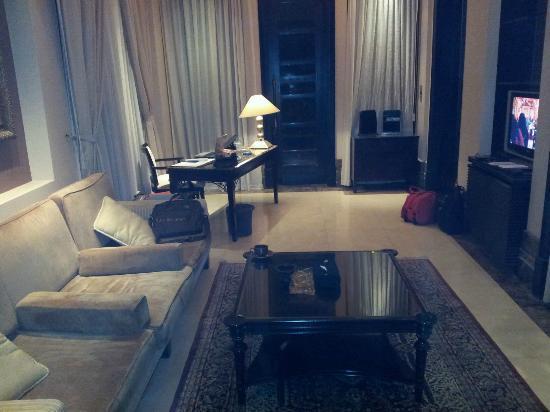 Al Areen Palace & Spa: Living Room