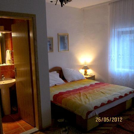 Pansion Cardak: Une vue de la chambre