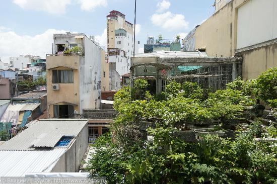 Dai Huy Hoang hotel: Вид с балкона номера на 3 этаже