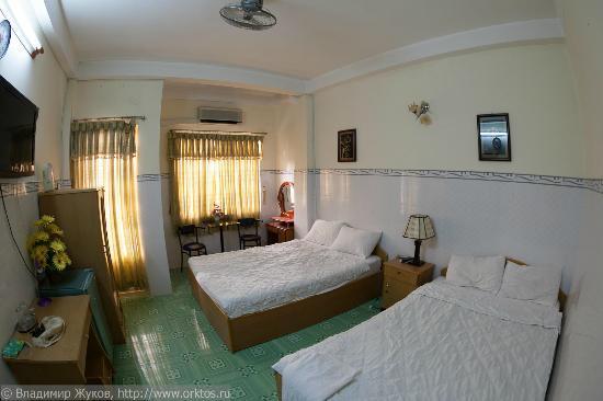 Dai Huy Hoang hotel: Вид на номер