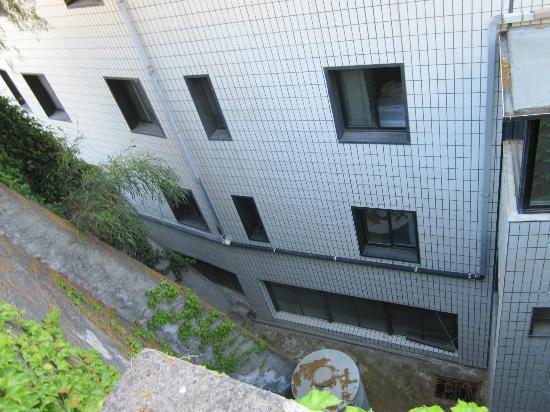 President Park Hotel: Blick von der Mauer hinter dem Hotel