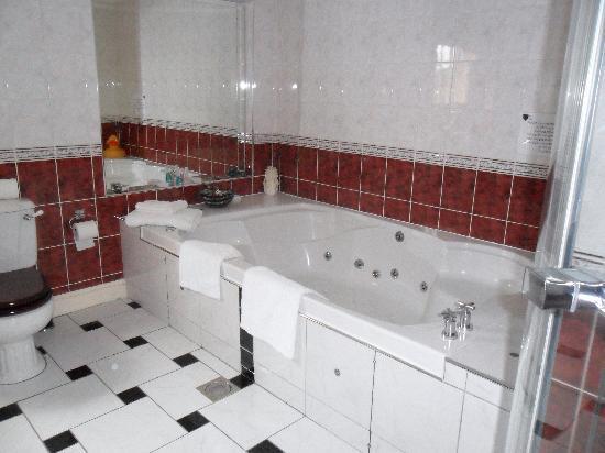 Old Hall House: jacuzzi bath room 6