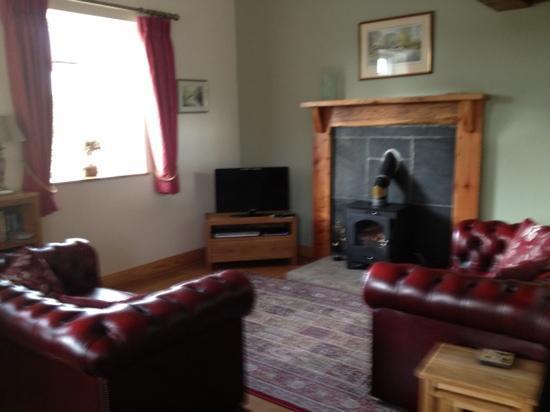 Broadgate Farm Cottages: living room