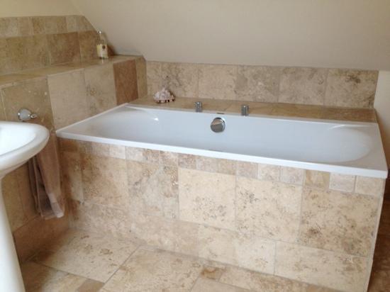 Broadgate Farm Cottages: master bathroom