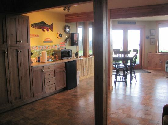 Timber Bay Bed and Breakfast : Downstairs Common Area